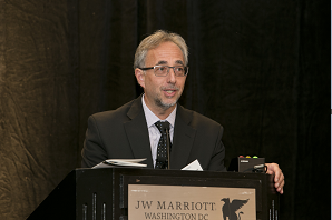 Dr. Victor Mor-Avi of the University of Chicago accepts the 2014 ASEF Research Award at Summit 2014